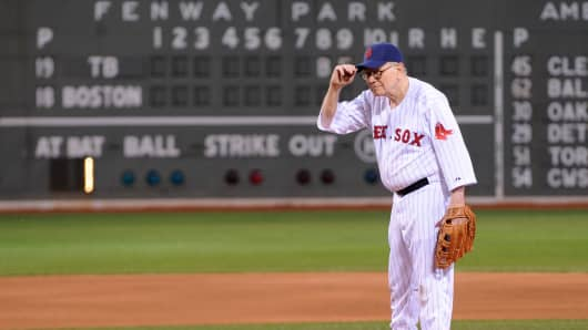 Warren Buffett prepares to throw the ceremonial first pitch at Fenway Park in Boston on August 9, 2009