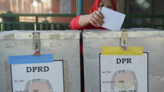 An Indonesian woman casts her ballot paper during legislative polls in Jakarta.
