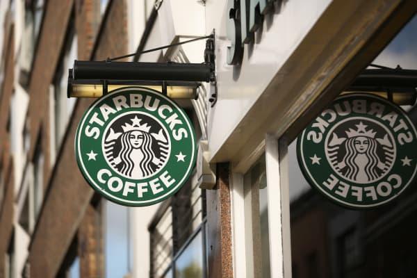 Starbucks cafe sales heat up slightly in latest quarter