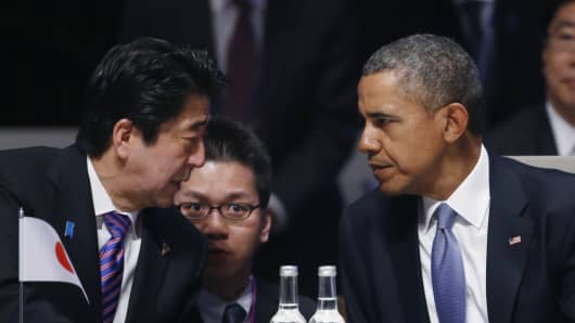 Japan's Prime Minister Shinzo Abe and U.S. President Barack Obama (R) attend the opening session of the at the 2014 Nuclear Security Summit on March 24, 2014 in The Hague, Netherlands.