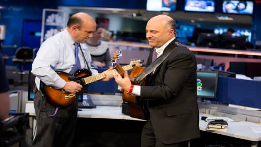 Adam Jeffery | CNBC,  Shark Tank's Kevin O'Leary demos the Voyage Air Guitar.