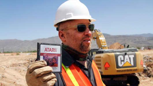 Film Director Zak Penn shows a box of a decades-old Atari 'E.T. the Extra-Terrestrial' game found in a dumpsite in Alamogordo, N.M., Saturday, April 26, 2014.