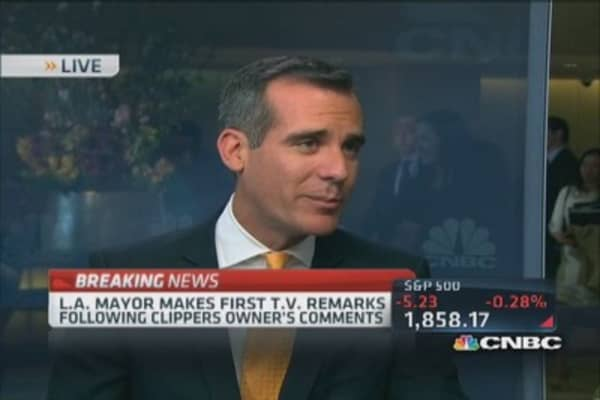LA Mayor behind Clippers' players