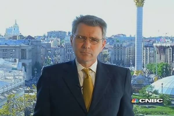 US Ambassador to Ukraine: Russia, more sanctions, global markets