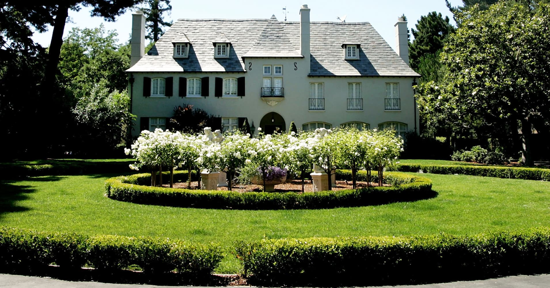Atherton mansion madness homes of the rich and tech famous for Rich homes in california