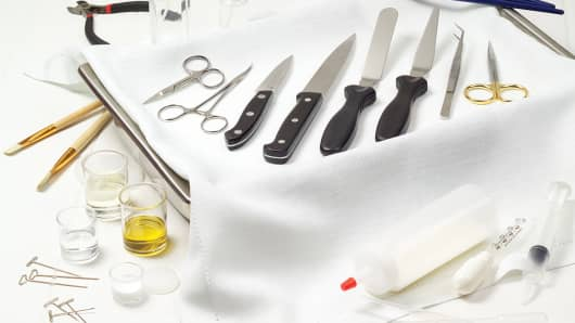 Some of the tools that a food stylist would use during a photo shoot