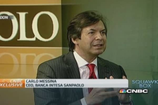 Euro devaluation is crucial to European growth: Intesa CEO
