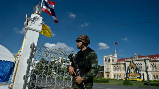A Thai Army soldier stands guard at Government House, where the anti-government protesters had setup their main camp in Bangkok on May 23, 2014 a day after Thai military seized power.