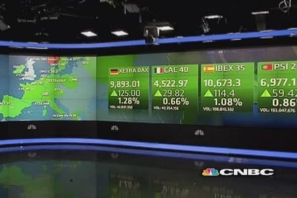 Europe shares close higher; Italy stocks soar