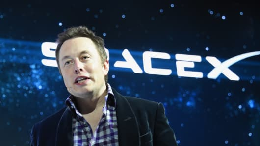 SpaceX CEO Elon Musk unveils SpaceX's new seven-seat Dragon V2 spacecraft, in Hawthorne, California on May 29, 2014.