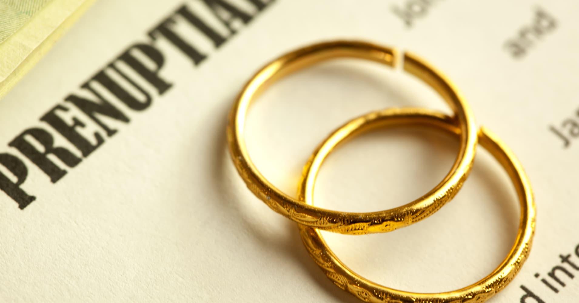 Couples sign social media prenups before 'I do!'