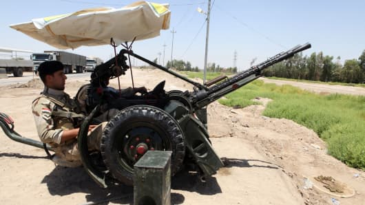 Iraqi soldiers man an anti-aircraft gun in the central city of Karbala.