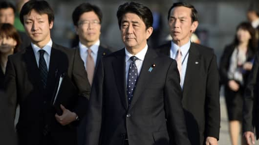 Japanese Prime Minister Shinzo Abe (C).