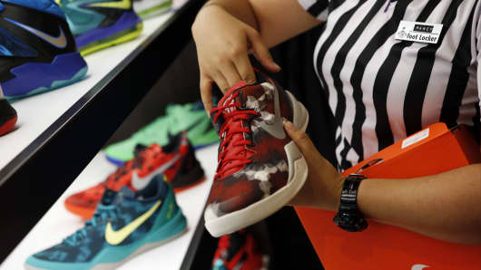 Foot Locker's Shares Rise Despite Q1 Miss On Improving Sales Trend