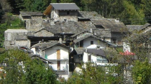 This alpine village can be yours for only EUR 245.000,00 on eBay.