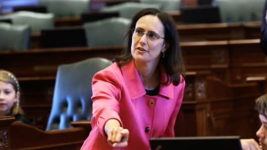 Illinois Attorney General Lisa Madigan, accompanies students from Pilgrim Lutheran Church and School in Chicago, onto the House floor for an educational experience Tuesday, May 13, 2014, in Springfield Ill.