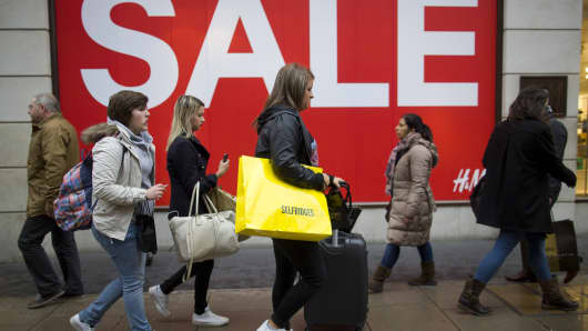 BRITAIN-ECONOMY-RETAIL-CHRISTMAS