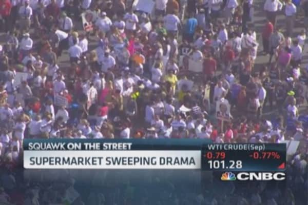 Thousands rally outside Market Basket