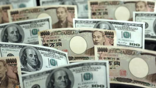 Japanese yen and U.S. dollar notes