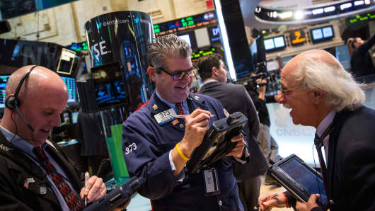 Traders work on the floor of the New York Stock Exchange during the afternoon of May 7, 2014 in New York City. Stocks rose over 100 points for the second straight day in a row.