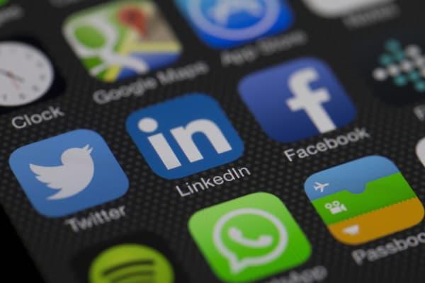 Social Media apps Linkedin Twitter Facebook