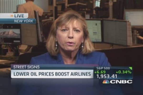 Lower oil boosts airlines