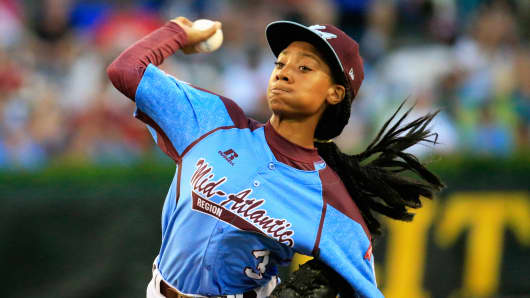 Mo'ne Davis of Pennsylvania pitches during the United States division game at the Little League World Series tournament at Lamade Stadium on August 20, 2014 in South Williamsport, Pennsylvania.