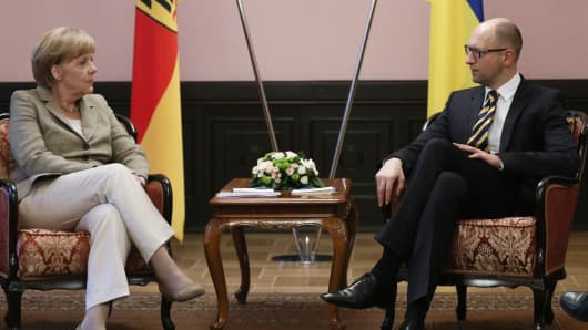 Ukraine's Prime Minister Arseny Yatseniuk (R) meets with Germany's Chancellor Angela Merkel in Kiev August 23, 2014.
