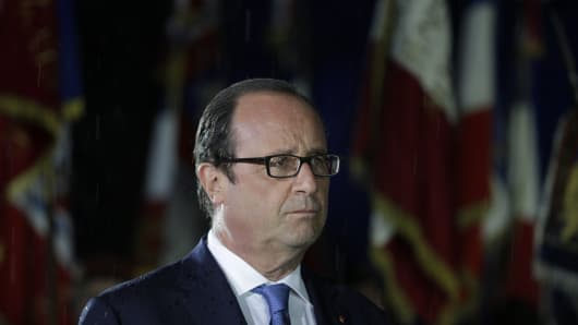 French President Francois Hollande stands in front of Paris' town hall on August 25, 2014