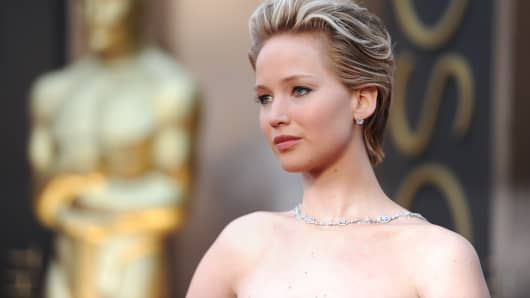 Jennifer lawrence contacts authorities after nude photos hacked