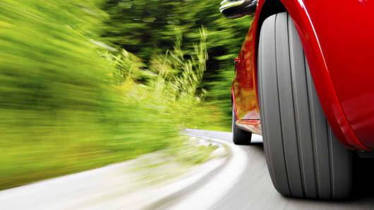 Autos tire wheel movement