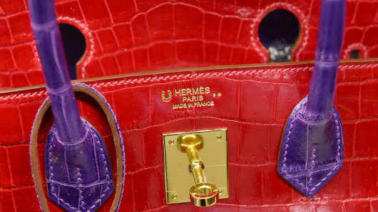 Hermes special order Horseshoe 30 cm (12 inches) shiny braise and ultra violet Nilo crocodile Brikin bag, Heritage Auctions,  Luxury Accessories Signature Auction.