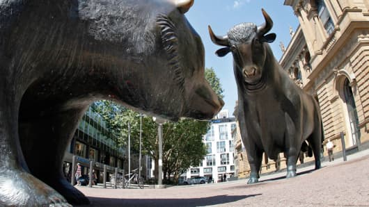 Statues of a bear and a bull stand outside the Frankfurt Stock Exchange.