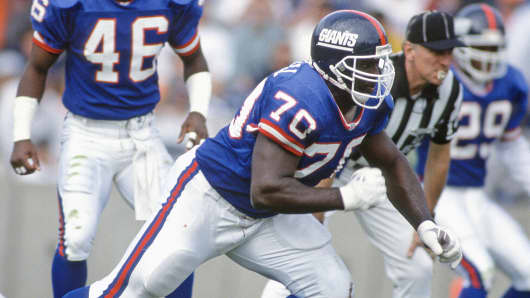 New York Giants' Leonard Marshall (70) is shown during an NFL football game against the Tampa Bay Buccaneers in Tampa Bay, Fla., Nov. 24, 1991.