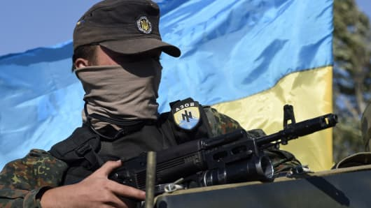 A volunteer of the Ukrainian paramilitary Azov battalion on the outskirts of Mariupol, September 5, 2014.