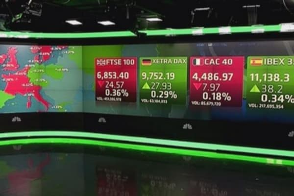 Europe closes mostly lower as US jobs number disappoints