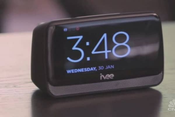 Ivee Sleek:  A voice-controlled hub for smart homes