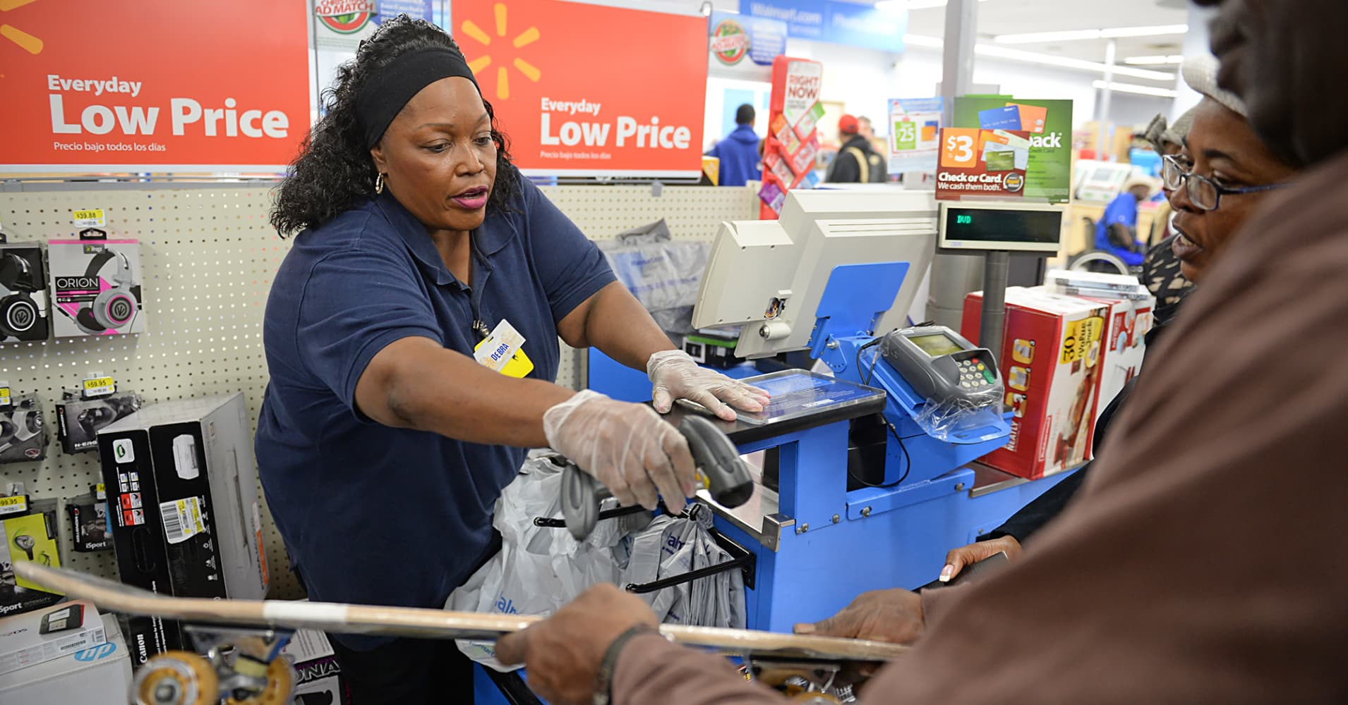 Wal Mart S New Uniforms Causing Controversy Again Cnbc