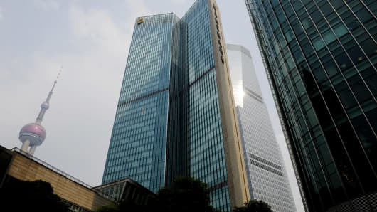 A general view shows the Shangri La hotel, the venue (C) of an International Monetary Fund (IMF) meeting held behind closed doors in the financial district of Shanghai on October 18, 2010.