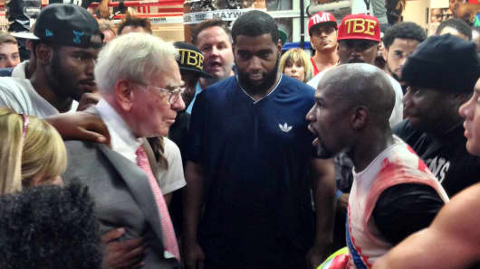 Warren Buffet and Boxer Floyd Mayweather face off.