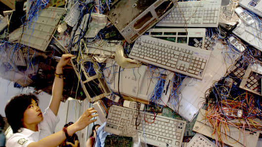 Chinese Greenpeace activists set up an E-waste sculpture.