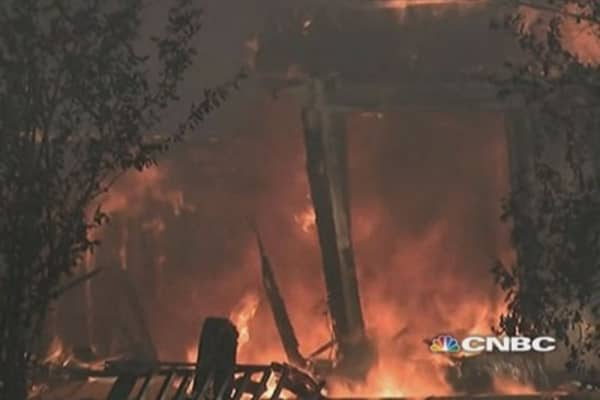Wildfires destroy hundreds of homes