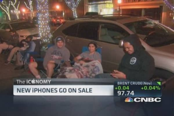 Apple fans line up in the dark