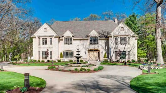 This million-dollar home is listed near the alma mater of CNBC's Mary Thompson. Watch the competition unfold to find out if it's the best bang for your buck.