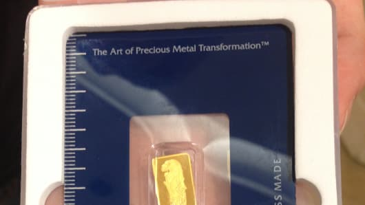 A 1 gram gold ingot with Singapore Merlion design.