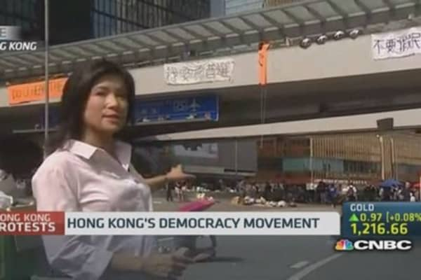 Protesters stay out on Hong Kong streets