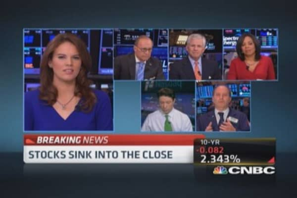 Stocks sink into close