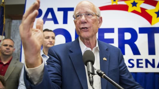 Sen. Pat Roberts, R-Kan., addresses supporters at the Wichita Area Builders Association, in Wichita, Kan., October 9, 2014, at an event to kick off his statewide bus tour.
