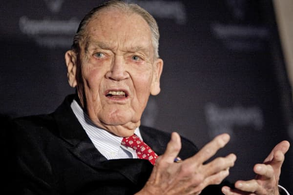 "John ""Jack"" Bogle, founder of the Vanguard Group, speaks at a portfolio manager conference in New York."