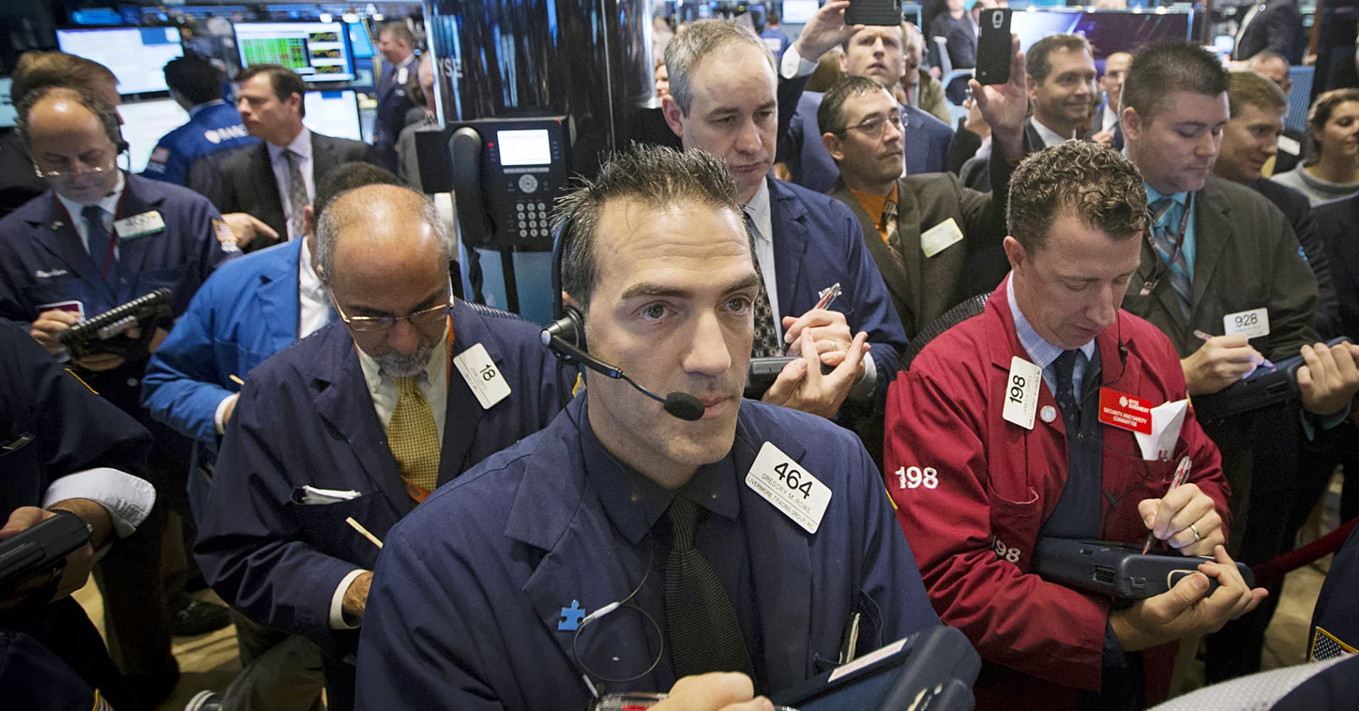 http://fm.cnbc.com/applications/cnbc.com/resources/img/editorial/2014/10/17/102098303-traders-new-york-stock-exchange.1910x1000.jpg